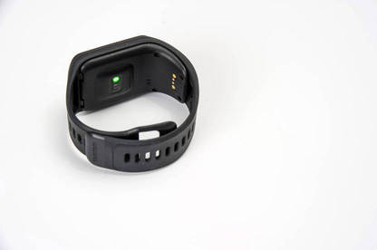 16mar first look tomtom sports watch band2
