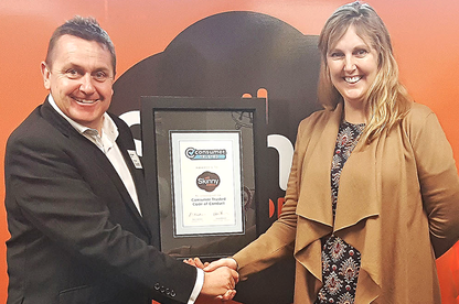 Consumer NZ general manager - business Derek Bonnar and Skinny Mobile Head of Marketing Shelley Johnston.