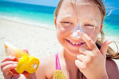 17nov girl applying sunscreen