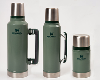 3 Stanley vacuum flasks in different sizes.