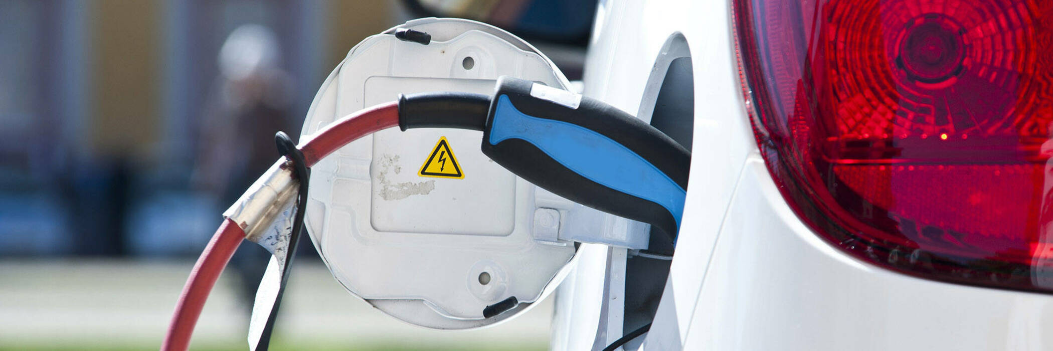 16jul a guide to electric vehicles hero