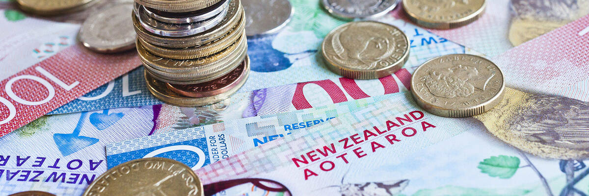 New Zealand currency notes and coins