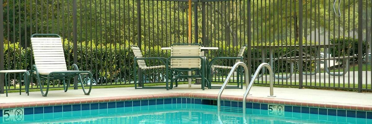 Fencing of swimming pools hero