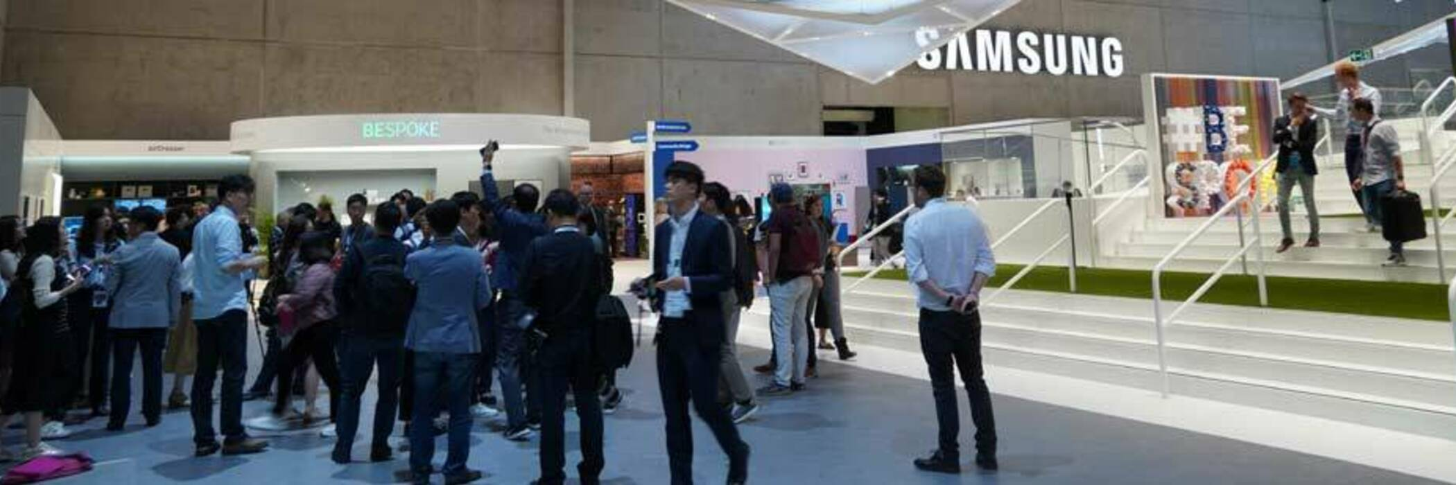 People attending Samsung's showcase at IFA Berlin 2019.