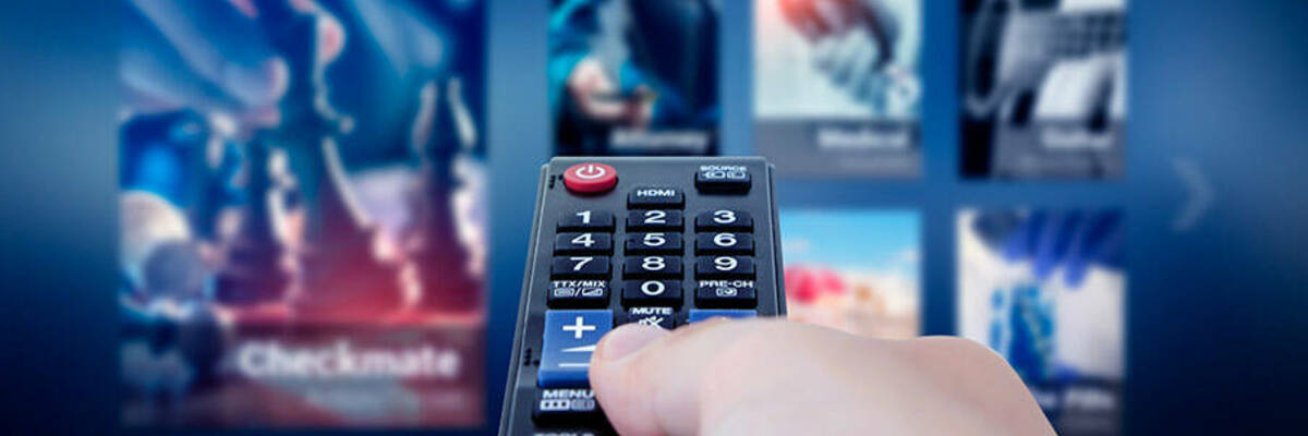 Remote control pointing at smart TV