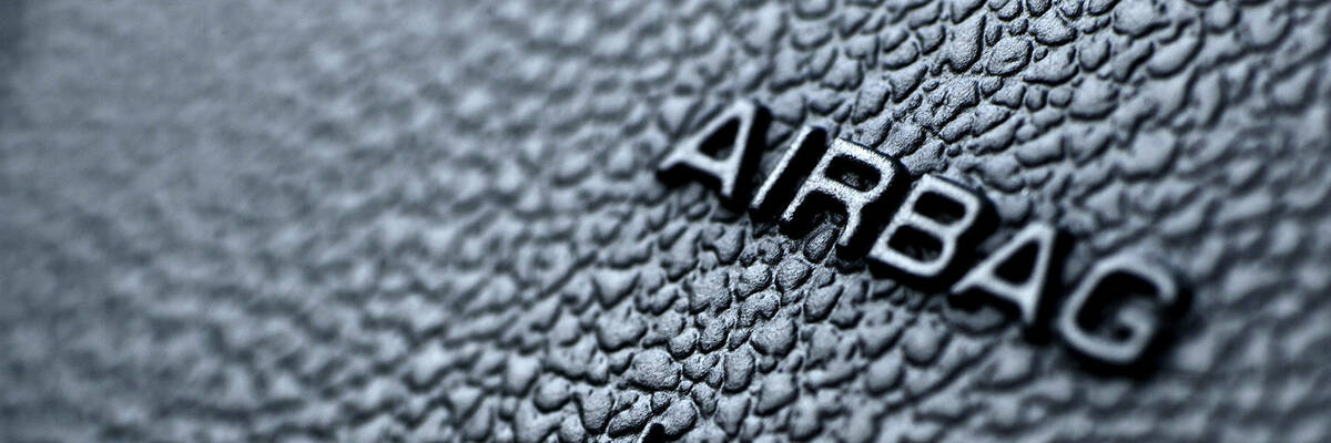 airbag label on steering wheel