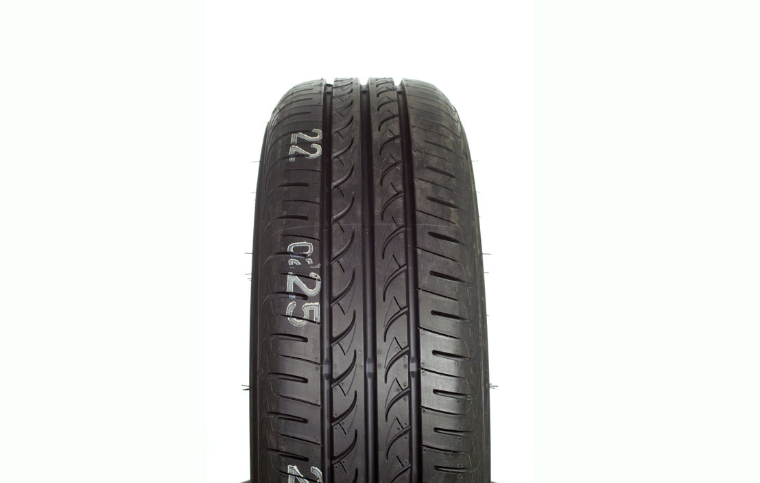 Yokohama BluEarth AE01 (175/65 R15)
