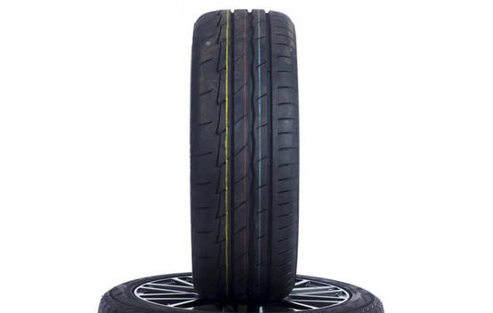 Potenza Adrenalin RE003 (235/45 R18)