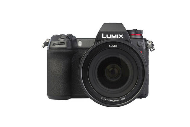 Panasonic LUMIX S1R (with 24-105mm lens)