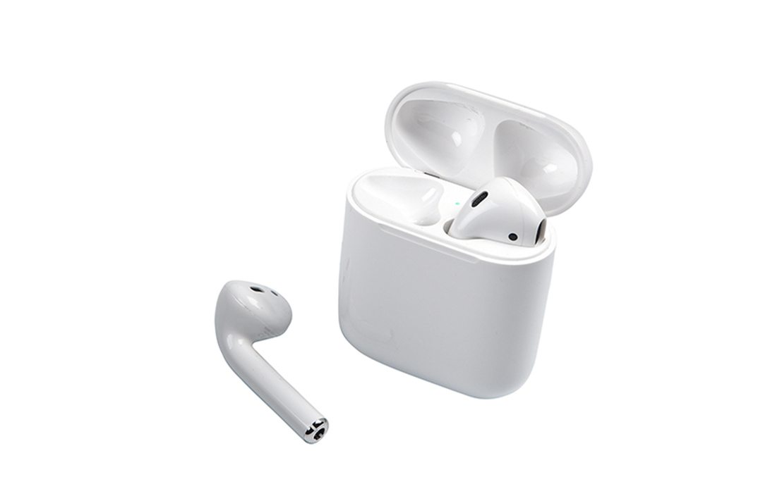 Apple airpods 2019 with standard charging case 4