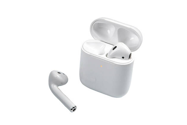 Apple AirPods (2019) with wireless charging case