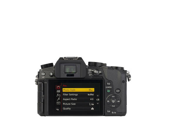 Panasonic Lumix DMC-G7K (with 14-42mm lens)