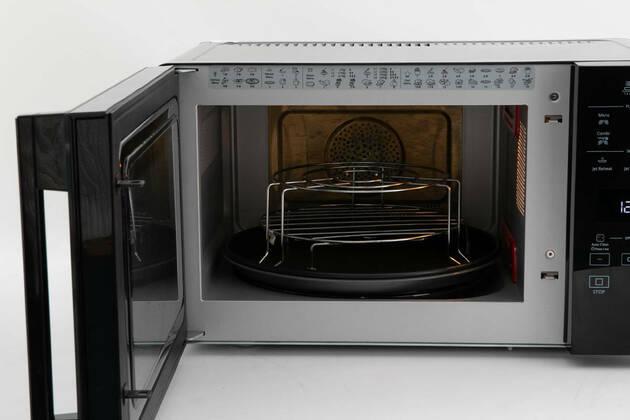 Whirlpool 25L CrispFry Microwave MWCF25BK